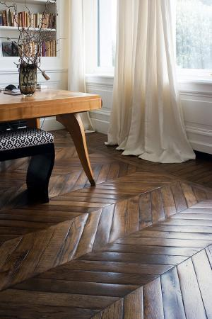 herringbone floorings with curtain